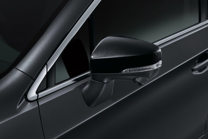 The Subaru Outback X features black wing mirrors.